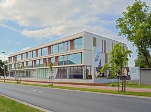 Deze moderne nieuwbouwkantoren, Z Offices, hebben niet alleen enorm veel uitstraling maar kunnen ook flexibel gemoduleerd worden op maat van uw ondern