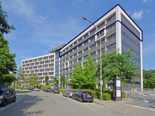 Deze kantoren zijn gelegen op bovenste verdieping van een prachtig kantoorgebouw aan de Schelde en de rand van Gent. Dankzij zijn uitstekende bereikba