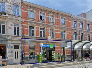 Dit commercieel gelijkvloers -beschikbaar voor handel of kantoren- is prachtig gelegen aan de voet van het Sint-Baafsplein in historisch Gent. Het geb