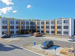 Deze kantoren worden grondig gerenoveerd en zijn per plateau van ca. 1.100m² te huur. De ligging is ideaal vlakbij de Expressweg richting kust, B