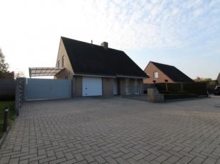 Maak kennis met deze perfect onderhouden villa nabij centrum Roeselare. De woning is gelegen in een doodlopende wijk nabij invalswegen en op enkele mi