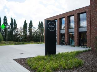 Nieuwe praktijkruimte te huur vlakbij het nieuw ziekenhuiscomplez AZ Delta. Praktijkruimte maakt deel uit van Alpha Care, een nieuw multidiciplinair c