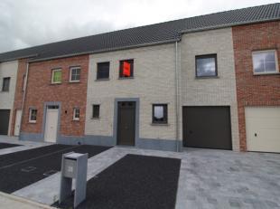 Schitterende gesloten nieuwbouwwoning te huur gelegen langs de Mergelweg op de Tassche te Roeselare. Deze woning beschikt over alle nodige hedendaagse