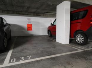Parkeerplaats P039 te huur in private parkeergarage De Munt in centrum Roeselare. Vlot bereikbaar met directe toegang tot winkels.Maandelijkse huur: e