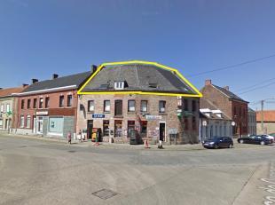 Splendide appartement rénové sous combles de + ou - 100m2<br /> <br /> L'appartement se compose de  : <br /> 1 Cuisine équip&eacu