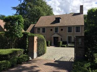 Prachtige villa (cottage stijl) met een bewoonbare oppervlakte van 348m² op een perceel van 5000m². Dit perceel bestaat uit 2 bouwgronden va