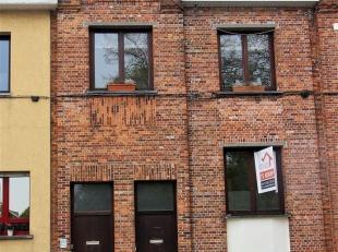 Gezellige instapklare woning met 2 slpks en tuin gelegen in een rustige buurt te Deurne. Indeling: gelijkvloers: Keuken van 14m² op stenen vloer