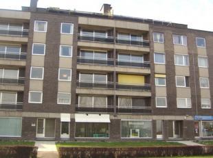Ruim gelijkvloers appartement op wandelafstand van Lummen-centrum en vlakbij oprit E314. Indeling: inkomhal met vestiairekast, ruime woonkamer met zit