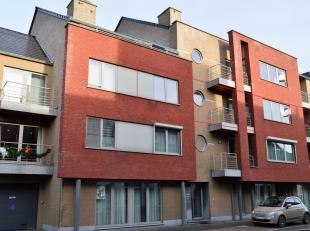 Modern appartement vlakbij het centrum van Beringen, gelegen op de 2e verdieping, lift aanwezig. Indeling: inkomhal, woonkamer, terras, ingerichte keu