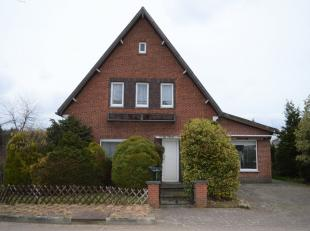 Deze woning is gelegen op een hoekperceel in de rustige wijk Tenhout te Houthalen-Helchteren op wandelafstand van het centrum, scholen en openbaar ver