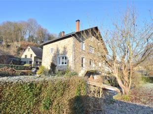 LA ROCHE-EN-ARDENNE: Belle maison d'habitation 3 façades en pierres du pays, située dans un quartier calme, à deux pas du centre-
