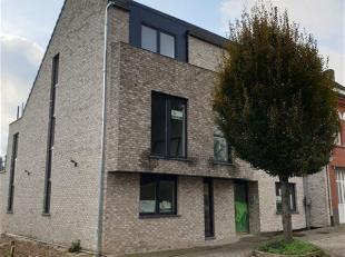 In een kleinschalig nieuwbouwproject nabij het centrum van Okegem bevindt zich dit leuk appartement. Het appartement bestaat uit een inkomhal, apart t