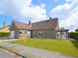 Instapklare villa in een doodlopende wijk vlakbij het centrum van Lissewege. Woning met zeer veel mogelijkheden naar uitbreiding toe. Op heden bevinde