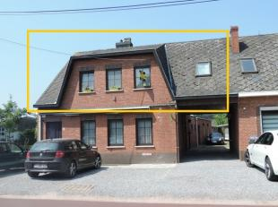 Gezellig appartement, gelegen op het eerste verdiep en bereikbaar per trap via een aparte inkomhal. Het appartement beschikt over een ruime kelder, ha