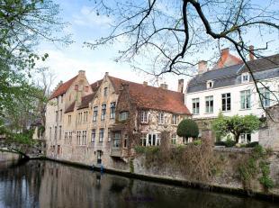 In het hartje van Brugge vindt u deze magnifieke B&B met een ver verleden tot in de 16eE. Dit uitzonderlijk vastgoed is voorzien van zeven verschi