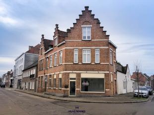 Handelsgelijkvloers gelegen te Koolkerke/Brugge. <br /> +/- 88 M2 gelegen op een hoek met zeer veel visibiliteit. Maar liefst 20M lopende façad