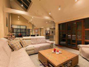 Hooglede - We vinden deze woning terug te midden Centrum Hooglede en dit op 285 M2. De indeling is als volgt: woonkamer, open volledig geïnstalle