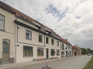 Bel appartement triplex (+/- 144 m²) de 3 ch. avec une vue magnifique sur le Damse Vaart, situé dans la ville pittoresque de Damme. Cet ap