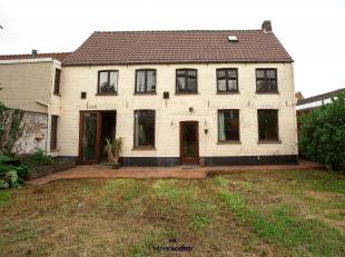 Deze eigendom - in één van de oudste wijken van Brugge gelegen - is groter dan je denkt. Met een totale oppervlakte van 456 m² en e