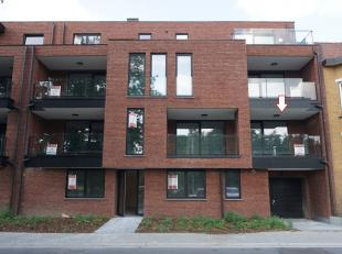 Nieuwbouw appartement gelegen op de eerste verdieping dichtbij de oprit autostrade E313 en op enkele kilometers van Hasselt centrum. Indeling: inkomha