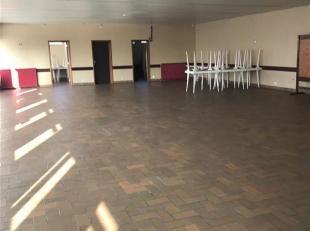 À vendre Estaimpuis Centre, Locaux  de 380m² en 2 bâtiments (270 et 110), sur une parcelle de 1676m², avec plus de 700m² d