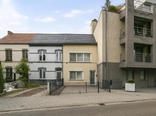 Deze nette en verzorgde stadswoning bevindt zich op de Fonteinstraat op wandelafstand van het stadscentrum van Hasselt.<br /> De woning beschikt aan d