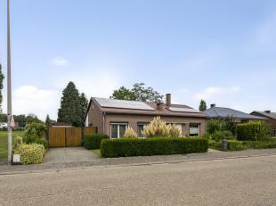 Deze ruime instapklare vrijstaande woning is gelegen op een perceel van 9are 60ca en beschikt over een eigen garage en een ruime tuin.<br /> Bij het b