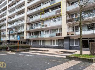 Dit 2 slaapkamer appartement bevindt zich op wandelafstand van het centrum van Genk.<br /> Het appartement bestaat uit een inkophal, leefruimte, keuke