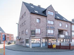 Dit betaalbaar, verzorgd appartement is te vinden op de Hoevenzavellaan in Genk. Omwille van zijn goede ligging maakt het dat je op wandelafstand alle