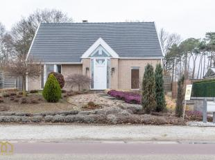 Deze riante en rustig gelegen villa vinden wij terug op de Groenstraat 16 te Lummen.<br /> Qua locatie biedt deze ligging veel voordelen aangezien we