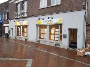 Centraal gelegen handelsruimte op de gelijkvloerse verdieping in het centrum van de stad Genk. Deze top ligging met veel visibiliteit bevindt zich op