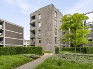 Dit stijlvol appartementis terug te vinden in het hartje van Genk.<br /> Met uitzicht op het stadsplein en de prachtige bibliotheek van de stad maakt