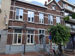 Gerenoveerd herenhuis gelegen in Genk centrum. Bruikbaar voor diverse doeleinden. De woning bevat nog een aantal mooie orginele elementen oa. hoge pla
