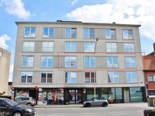 Dit appartement is gelegen op de 2de verdieping en werd volledig gerenoveerd. Het appartement beschikt over een inkomhal, apart toilet, ruime en licht