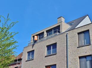 Dit appartement is gelegen op de bovenste verdieping van een recente centraal gelegen residentie.<br /> Het appartement bestaat uit een gezellige leef