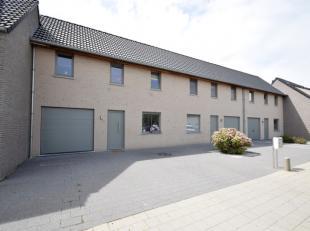 In een rustige en kindvriendelijke woonwijk huisvest deze energiezuinige woning (E-peil 90). Deze woning is gebouwd in 2010 en heeft een vlotte bereik