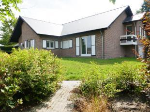 Gelegen in een oase van groen en rust...vinden jullie deze ruime villa met een bewoonbare opp. 360 m2 ( ondergrondse garage inb. 509 m2)op een terrein