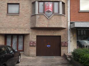 Weg naar Zwartberg 8 bus 1 - D°581A<br /> Hal - Living - Keuken met kasten, dampkap, aanrecht, spoelbak<br /> 2 slaapkamers - Badkamer met ligbad,