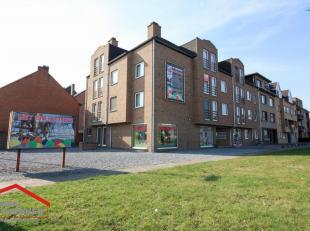 Lutselusplein 1, Diepenbeek 3740 - Ref. VK18-006<br /> Dit handelspand beschikt over 3 grote ramen verspreid over een hoekgevel van 15 m, er is dus ge