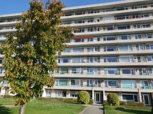 Appartement met twee slaapkamers met een ideale ligging. <br /> <br /> Bevat: inkomhall, keuken, living met terras, twee slaapkamers waarvan 1 met ter