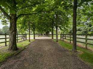 Prachtig domein van ca. 4,5 hectare bestaande uit een landhuis, verschillende bijgebouwen, paardenaccommodatie en weilanden.<br /> <br /> Indeling l