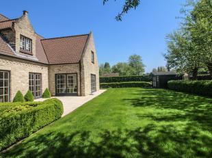 Deze statige villa is gelegen in één van de meest residentiële buurten van St-Idesbald. De woning staat op zongericht perceel van 9