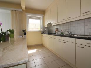 Appartement met 2 slaapkamers en garage (bij te huren aan 50euro) bestaande uit: hal, berging, leefruimte, ingerichte keuken, ingerichte badkamer, twe