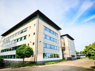 ** EN DIRECT DU PROPRIETAIRE ** - Immeuble de bureaux, pour redéveloppement, totalisant 8.409 m² répartis sur 5 étages. A pr