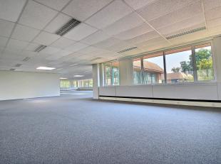 RECHTSTREEKS VAN EIGENAAR - BUSINESS PARK HORIZON- 772 m² kantoorruimte op 1ste verdieping. ZEER ZICHTBAAR EN HELDER. Sanitair. Dubbele beglazing
