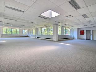 RECHTSTREEKS VAN EIGENAAR - BUSINESS PARK HORIZON- 408 m² kantoorruimte op 1ste verdieping. Sanitair. Dubbele beglazing. Scheidingswanden. Ingebo