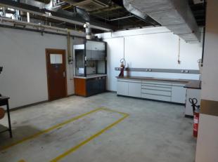 ** EN DIRECT DU PROPRIETAIRE ** - Espace de 241 m² précédemment dédié à une activité de recherche (labo