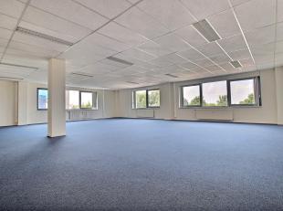 RECHTSTREEKS VAN EIGENAAR - ASTRID BUSINESS PARK - Wemmel - 161 m² kantoren. 2de verdieping. Inkomhal. Liften. 2 sanitairblokken. Centrale verwar