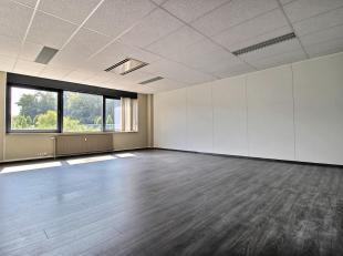 ** RECHTSTREEKS VAN EIGENAAR ** - ASTRID BUSINESS CENTER- Op de 1ste verdieping, 48 m² (netto) heldere kantoorruimte + 17 m² prorata gemeens