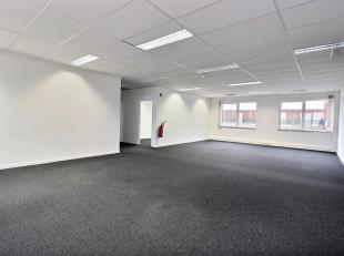 RECHTSTREEKS VAN EIGENAAR - Kantoren op de eerste verdieping, in een goed gelegen (treinstation, E19, Ring) kantoorpark te Vilvoorde.1.191 m² uit